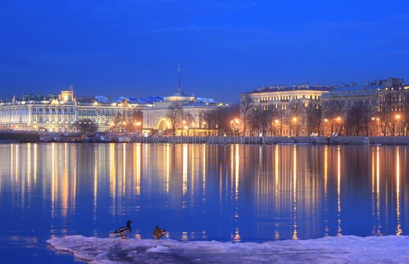 Remblai d'Amirauté, l'ermitage, St Petersburg, Russie photos libres de droits