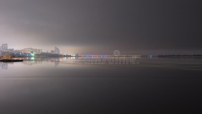 Remblai d'Elshanskaya de Volgograd le soir tranquille de février image stock