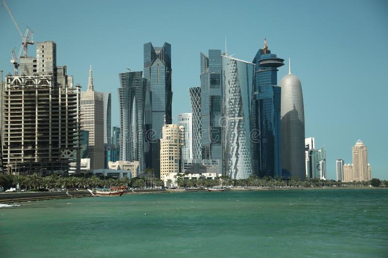 Remblai de Corniche dans le secteur financier dans Doha, Qatar photographie stock libre de droits
