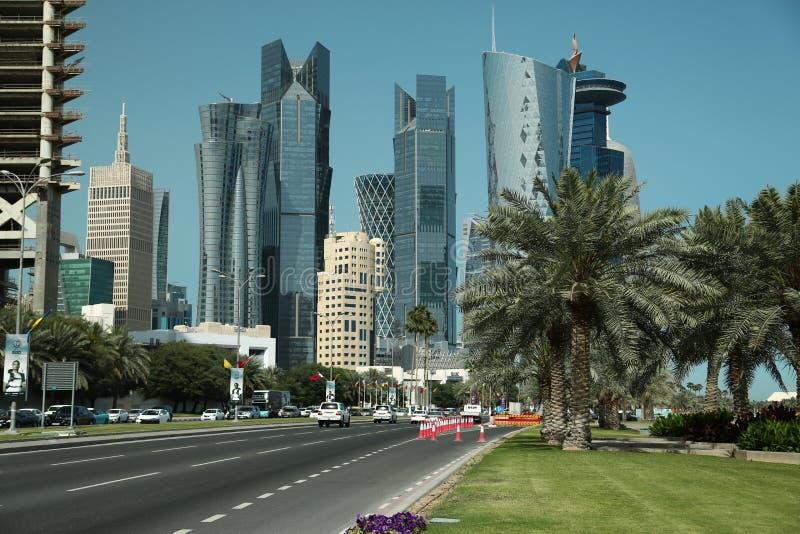 Remblai de Corniche dans le secteur financier dans Doha, Qatar images libres de droits