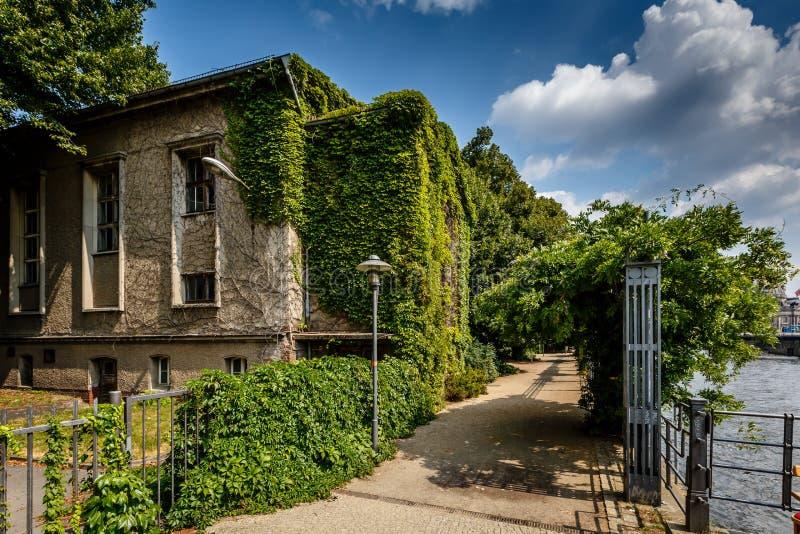 Remblai de fête de rivière et Chambre avec des vignes, Berlin photo stock