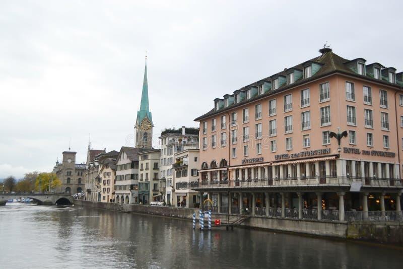 Remblai de rivière de Limmat à Zurich photo libre de droits