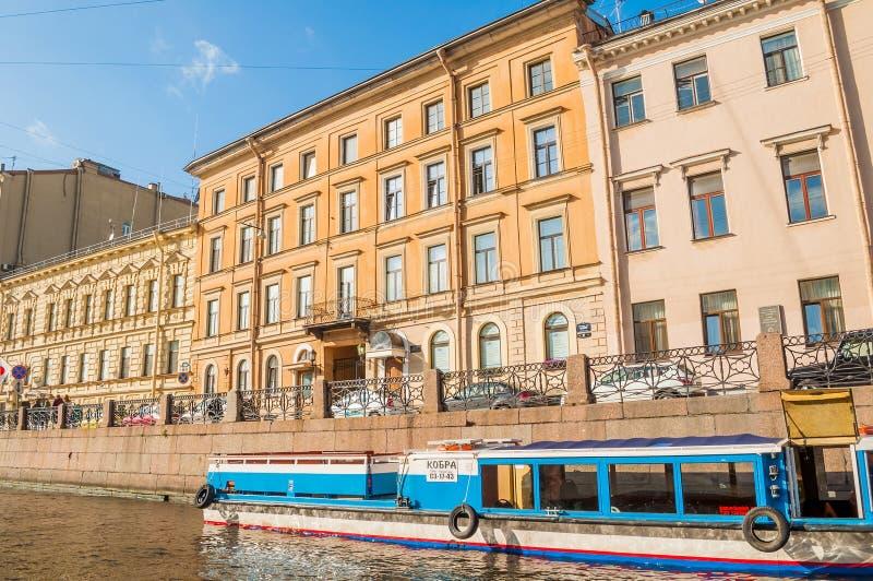 Remblai de rivière de Moika et vieux buldings historiques de St Petersburg, Russie photos libres de droits