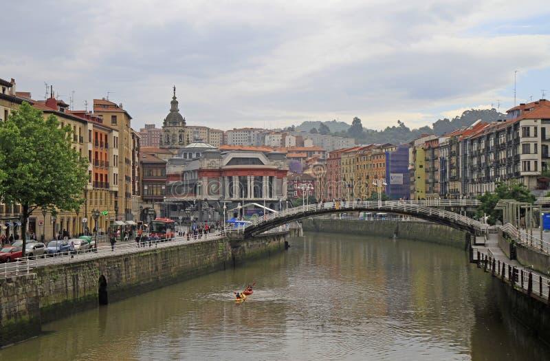 Remblai de rivière Nervion dans la ville Bilbao image stock