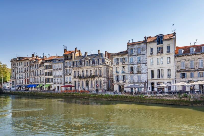 Remblai de rivière de Nive à Bayonne, France images stock