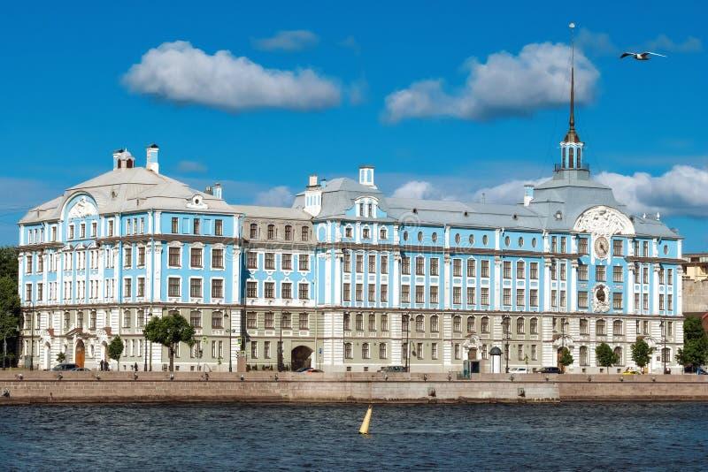 Remblai du fleuve de Neva photos libres de droits