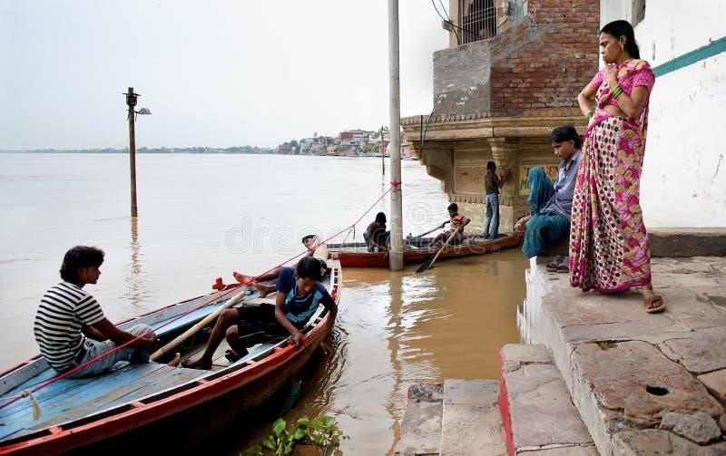 Remblai inondé après tempête de mousson photographie stock