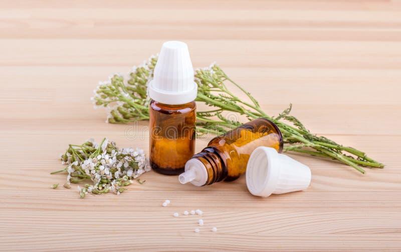 Remedio homeopático con milenrama foto de archivo libre de regalías
