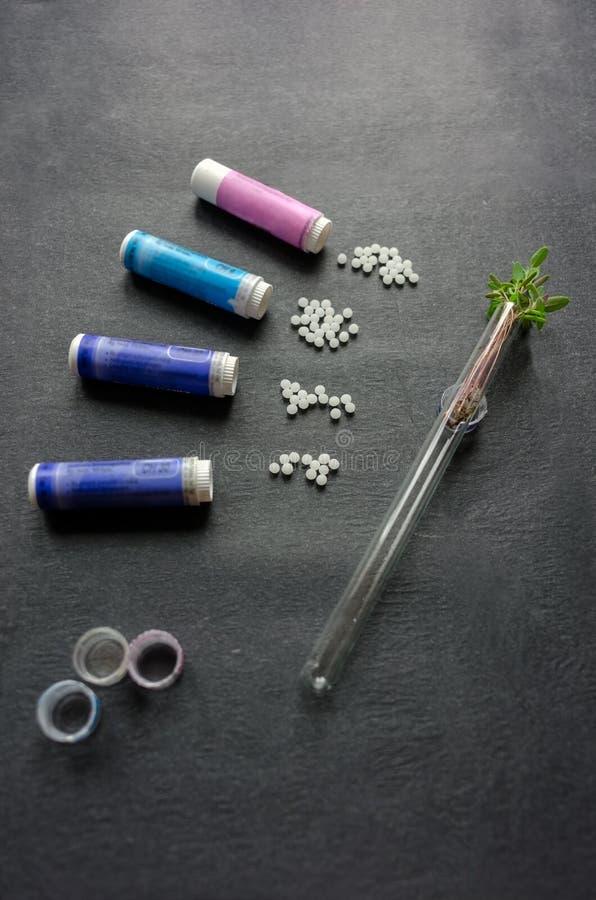 Remedio homeopático de los gránulos usado como medicina imágenes de archivo libres de regalías