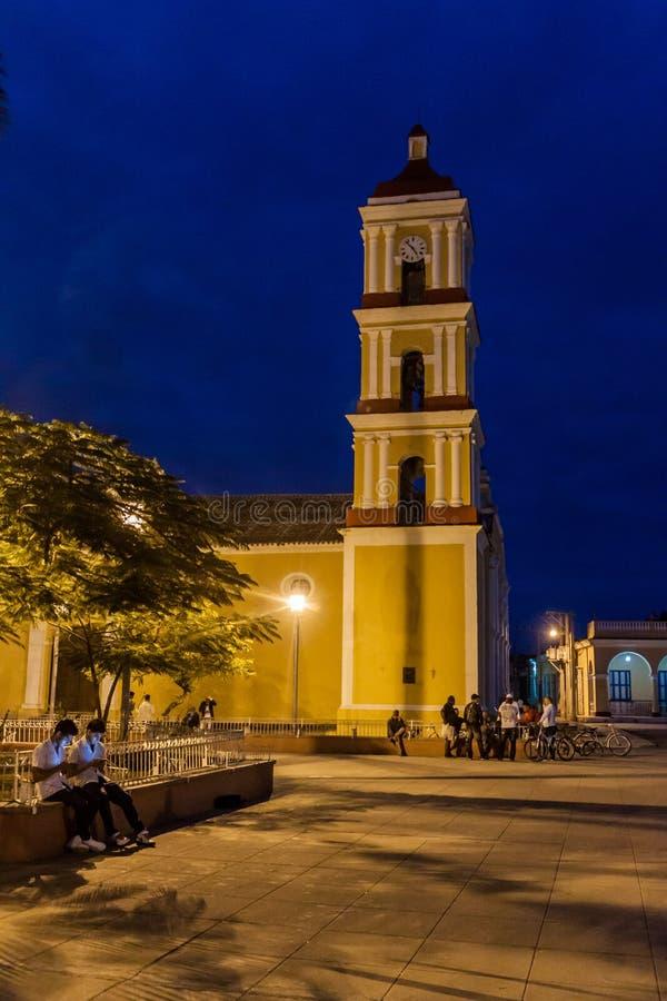 REMEDIOS, CUBA - 12 FEBRUARI, 2016: Nachtmening van de kerk van San Juan Bautista in Remedios, Cu stock afbeelding