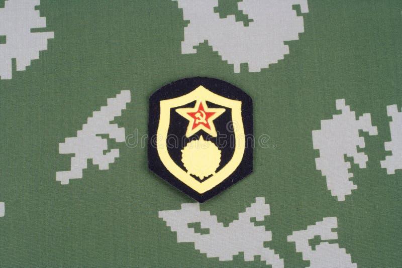 Remendo de ombro químico das tropas do exército soviético no uniforme da camuflagem imagens de stock royalty free