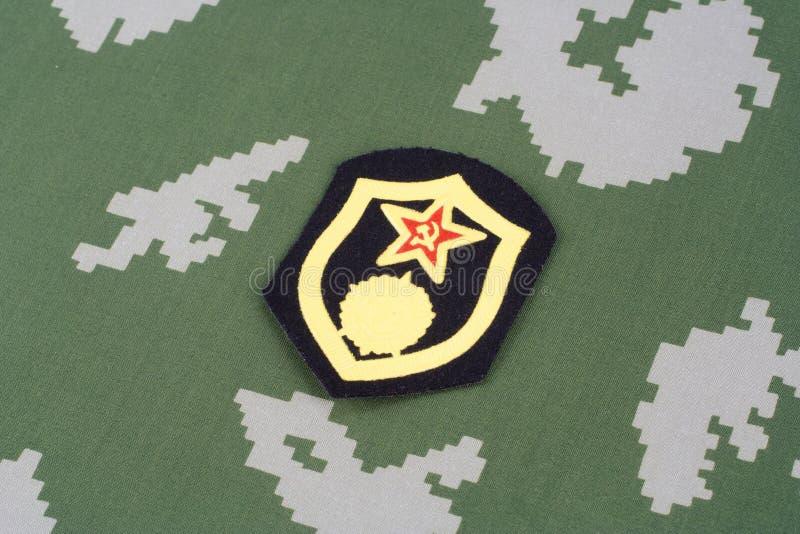 Remendo de ombro químico das tropas do exército soviético no uniforme da camuflagem imagem de stock royalty free