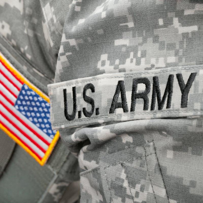 Remendo do exército dos EUA e da bandeira no uniforme militar - tiro do estúdio fotos de stock royalty free