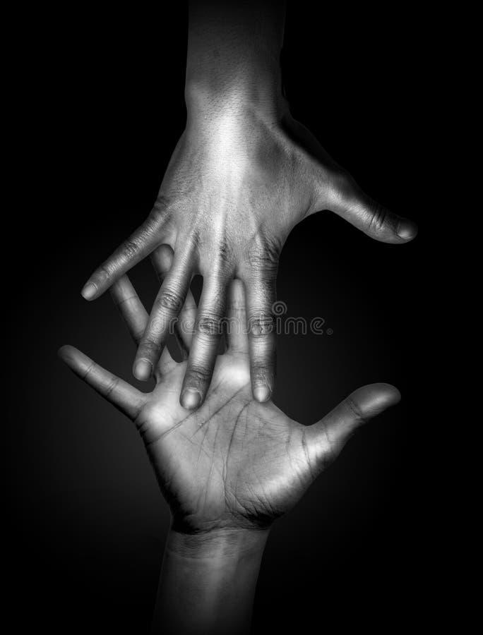 remet l'être humain touchant deux images libres de droits