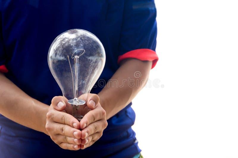 Remettez juger la vieille ampoule avec la réflexion de la nature d'isolement photographie stock