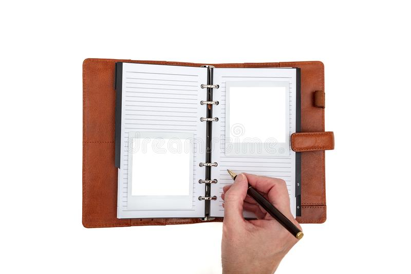 Remettez l'écriture à un journal en cuir brun avec deux photos polaroïd vides images libres de droits