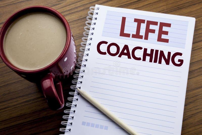 Remettez l'inspiration de légende des textes d'écriture montrant l'entraînement de la vie Concept d'affaires pour l'entraîneur pe images stock