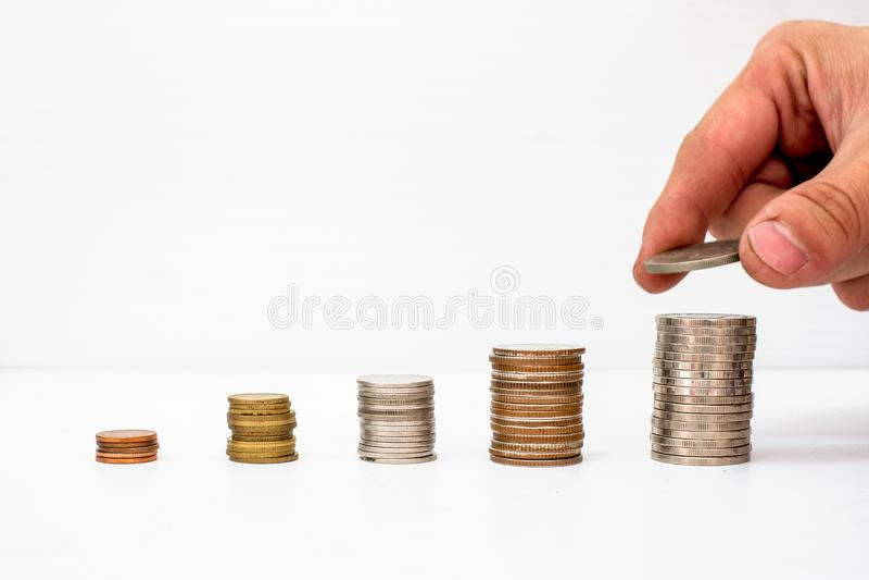Remettez la pièce de monnaie sélectionnée mise sur les fonds de pièces de monnaie de pile avec la hausse de valeur photo stock