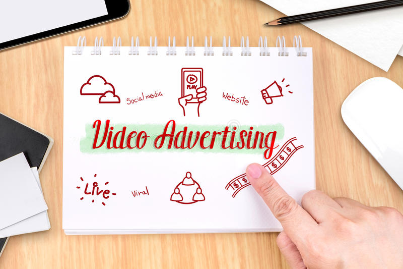 Remettez le pointage à la publicité visuelle sur le livre avec le featu tiré par la main photos libres de droits