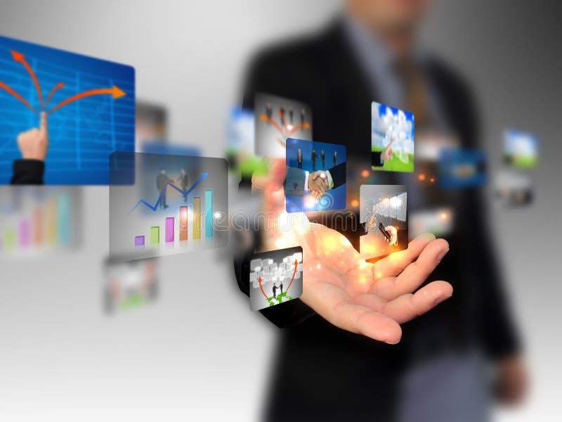 Remettez le ramassage d'affaires de fixation images libres de droits