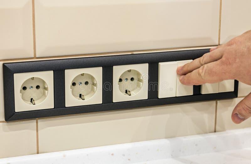 Remettez les débronchements ou permettez l'électricité dans la chambre photographie stock