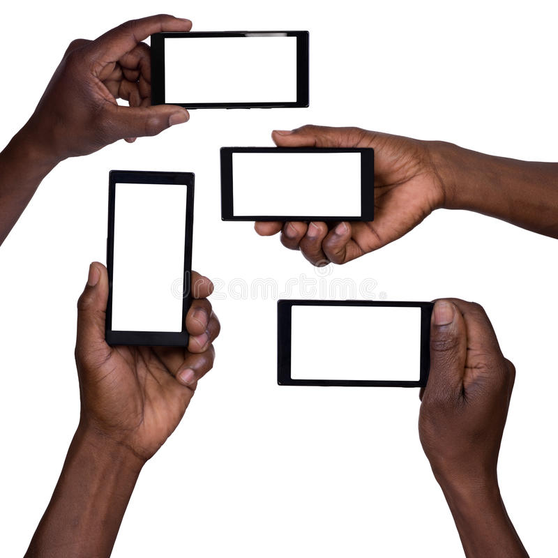 Remettez tenir le téléphone intelligent mobile avec l'écran vide photo stock