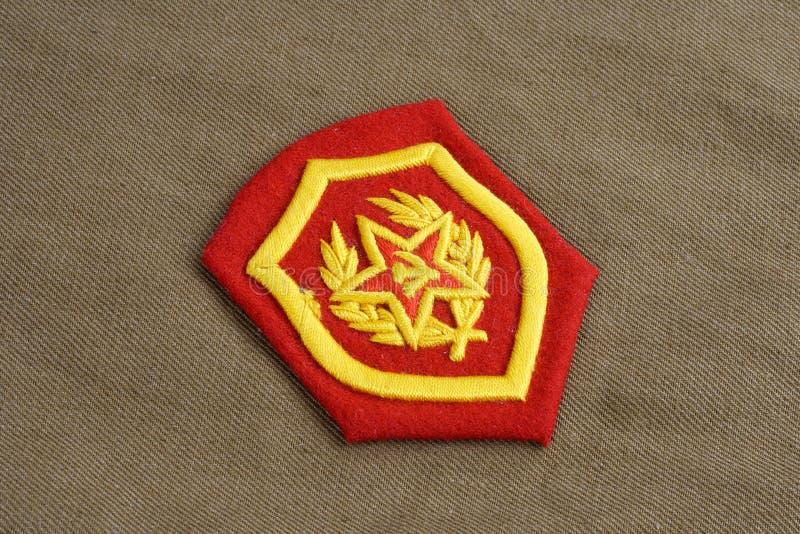Remiendo de hombro soviético de la infantería mecanizada del ejército en el uniforme de color caqui fotos de archivo libres de regalías
