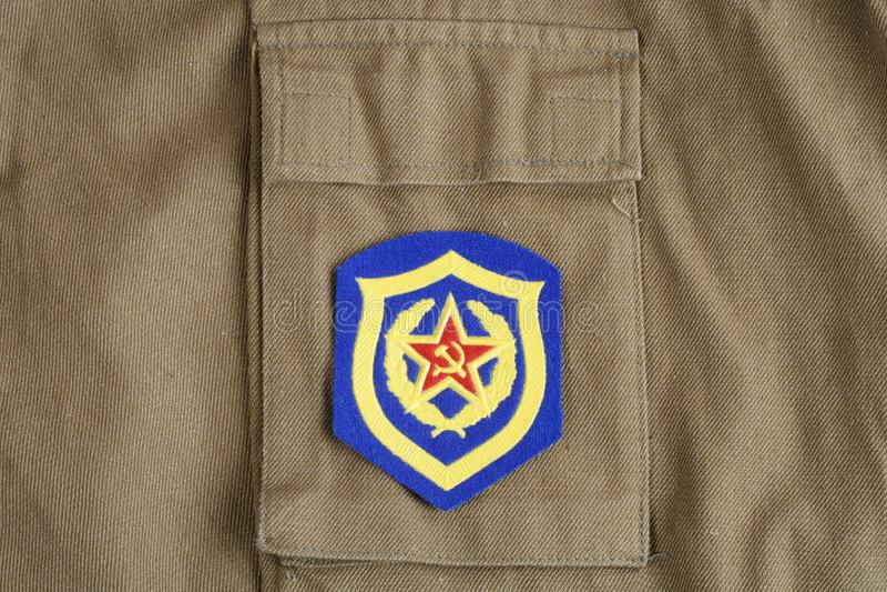 Remiendo de hombro soviético de la infantería mecanizada del ejército en el uniforme de color caqui fotos de archivo
