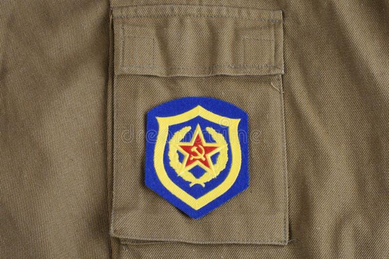 Remiendo de hombro soviético de la infantería mecanizada del ejército en el uniforme de color caqui foto de archivo