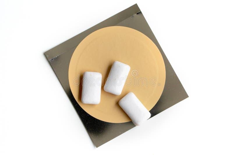 Remiendo de la nicotina y goma del chewin usada para fumar el cese fotos de archivo libres de regalías