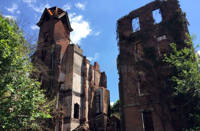 Reminant van groot huis met torenkleur stock fotografie