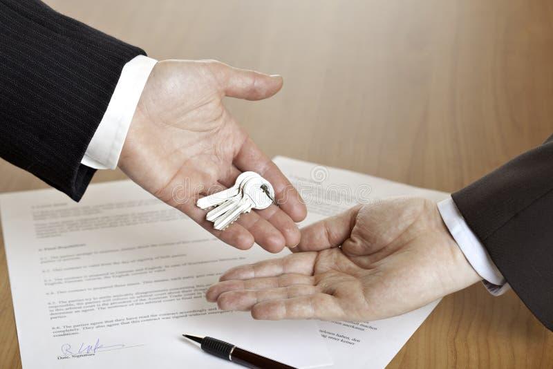 Remise des clés de maison image libre de droits
