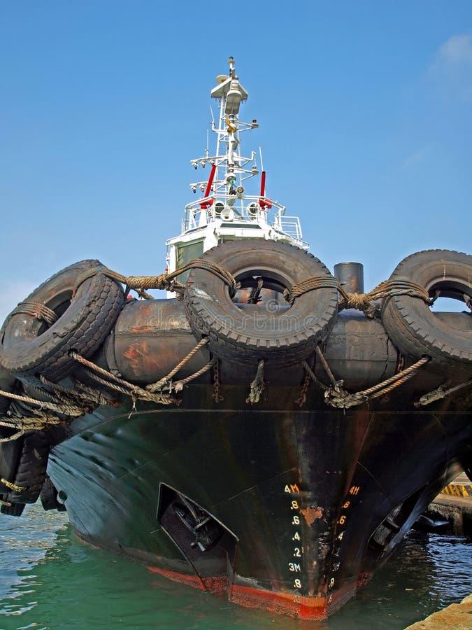 Remolcador con los neumáticos grandes foto de archivo
