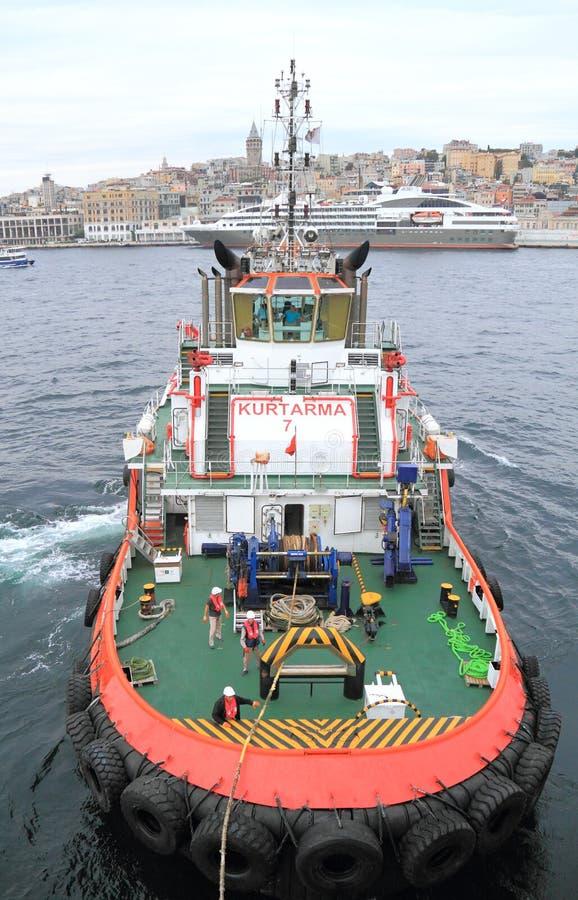 Remolcador en el puerto de Estambul foto de archivo libre de regalías