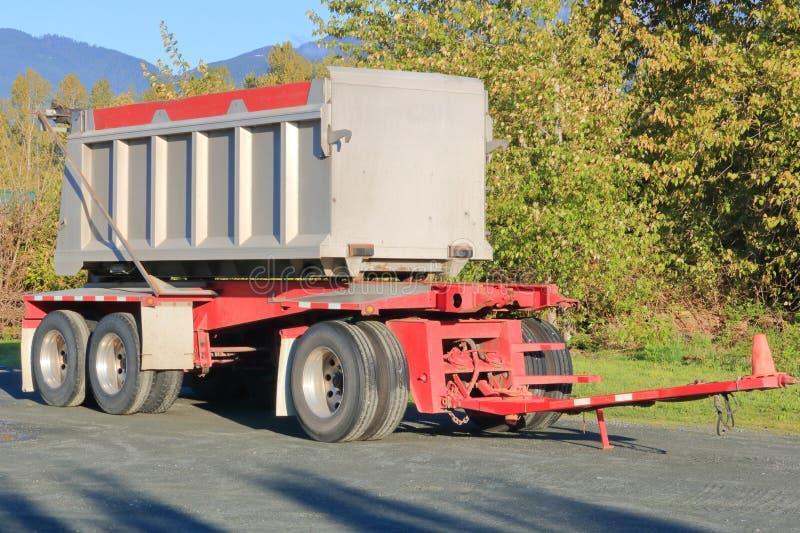 Remolque y tirón del camión volquete fotografía de archivo libre de regalías