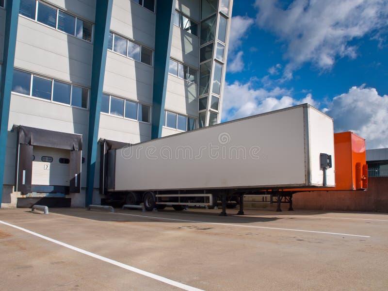 Centre serveur de distribution avec le concept d'exportation de remorques images stock