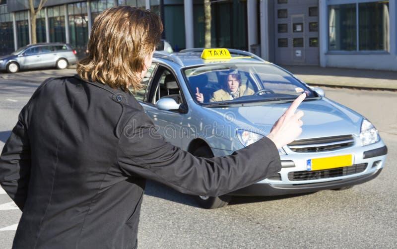 Remorquer un taxi photo stock