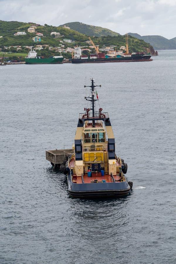 Remorqueur à la plate-forme d'amarrage de St Kitts image stock