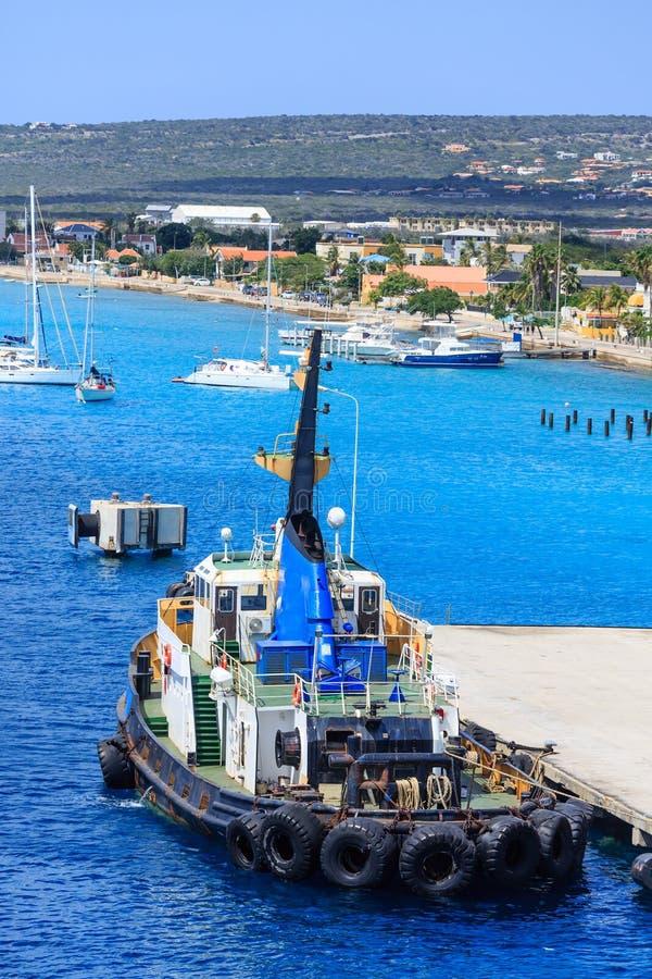 Remorqueur accouplé au pilier de Bonaire photographie stock