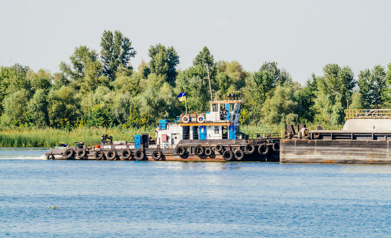 Remorqueur de bateau de rivière photos libres de droits