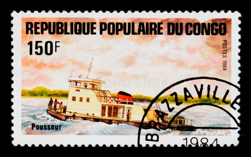 Remorqueur de poussoir, bateaux sur le serie du fleuve Congo, vers 1984 images libres de droits