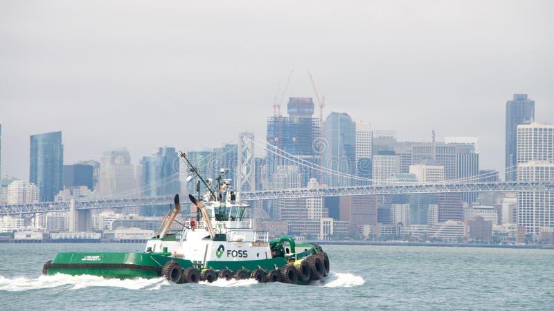 Remorqueur LYNN MARIE dans le San Francisco Bay image stock