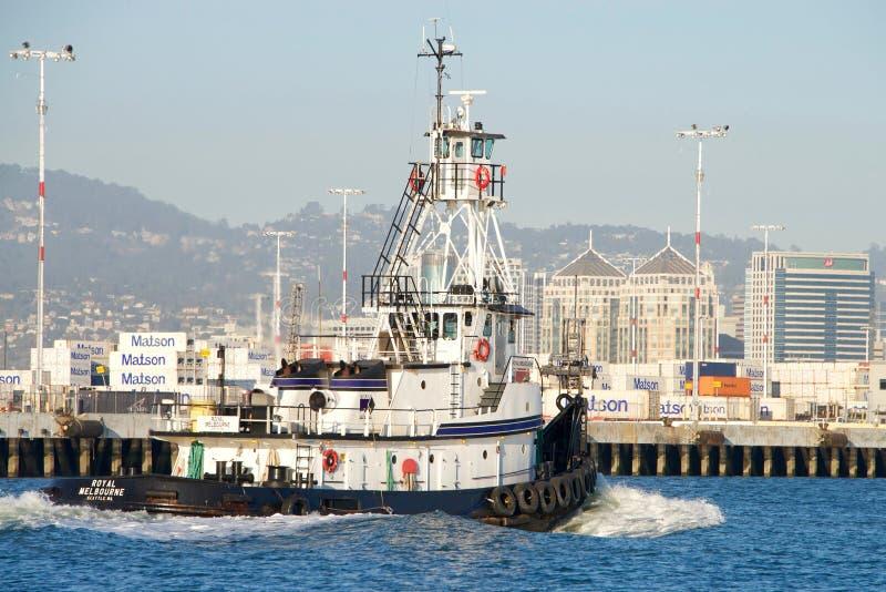 Remorqueur MELBOURNE ROYALE passant le port d'Oakland photo libre de droits