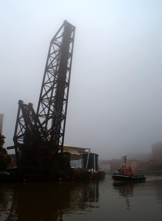 Remorqueur sur la rivière de Cuyahoga images libres de droits