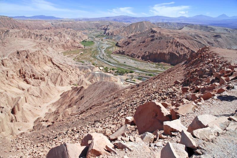 Remote, неурожайный вулканический ландшафт Ла луны Valle de, в пустыне Atacama, Чили стоковые фото