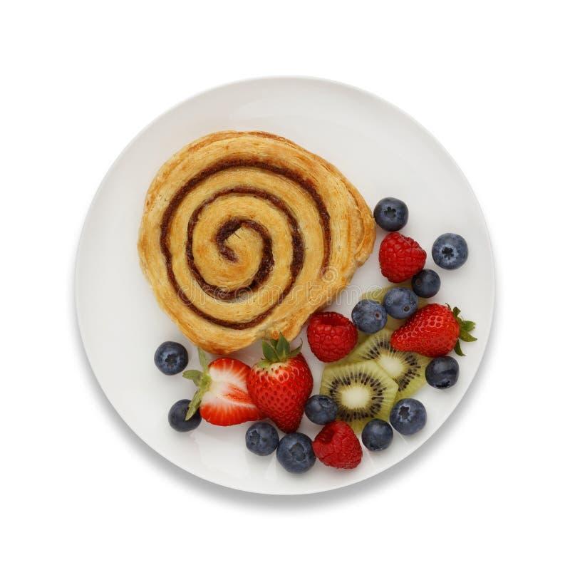 Remous et fruit de cannelle d'un plat blanc, avec une ombre de baisse, s photos libres de droits
