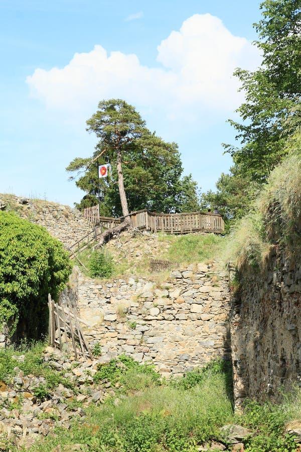 Remparts de pierre de filles de château photographie stock libre de droits