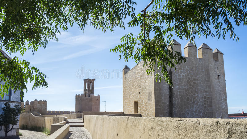 Remparts, voies et tours de mur musulman de Badajoz, Espagne image libre de droits