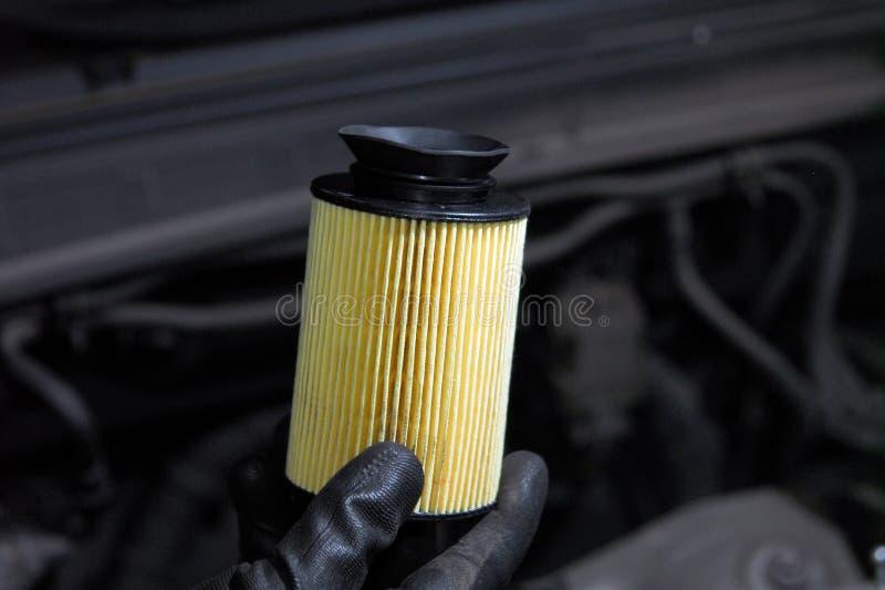 Remplacement de filtre à huile image libre de droits