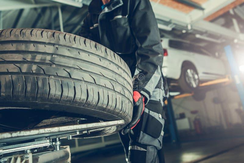 Remplacement de pneu de vulcanisateur photos libres de droits